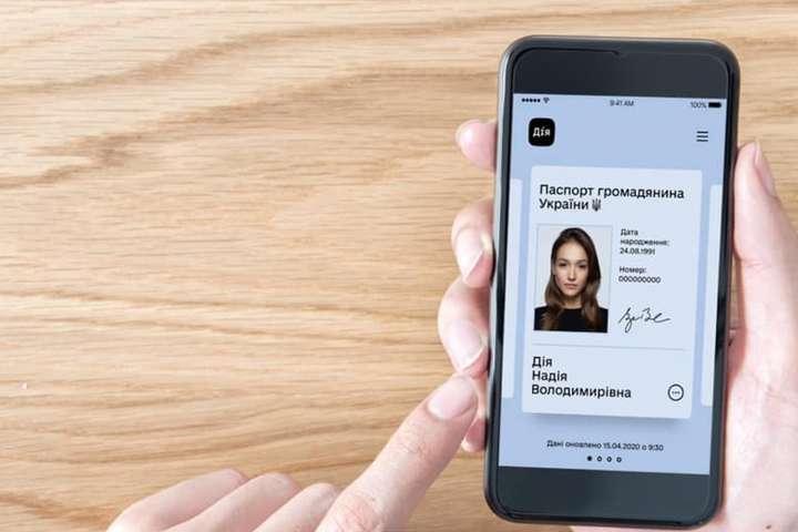 Електронні паспорти вже в Україні
